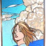 夏の海辺の女性 ステンドグラス女性